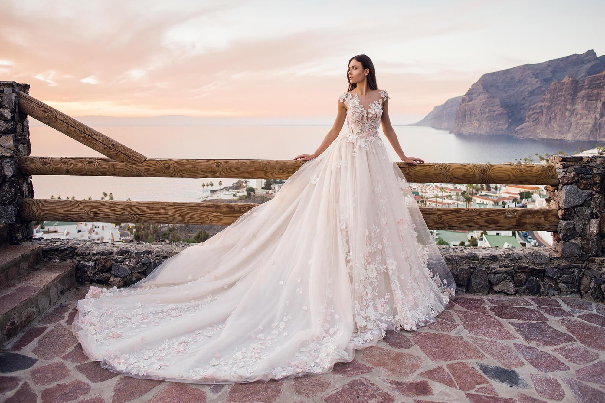 Каталог авторских вечерних и свадебных платьев